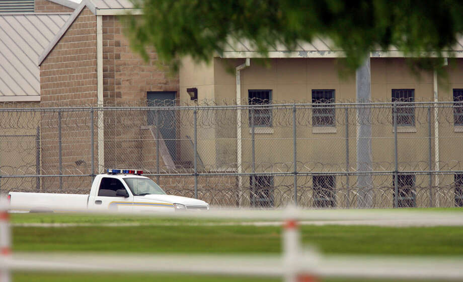 A prison security vehicle patrols the fence line at the Federal Correctional Institution near Three Rivers in 2008. Photo: Bahram Mark Sobhani, SAN ANTONIO EXPRESS NEWS / San Antonio Express News