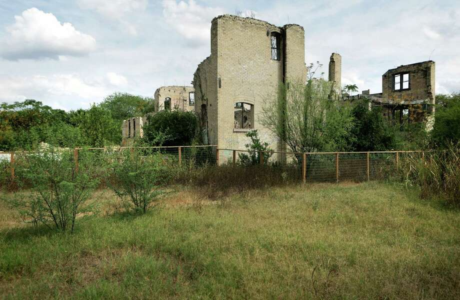 The century-old Hot Wells Resort, photographed on Thursday, Oct. 8, 2015, which sits along the Mission Reach of the San Antonio River, has been marked for restoration work by Commissioners Court with a $4 million plan. Photo: BOB OWEN, Staff / San Antonio Express-News / San Antonio Express-News