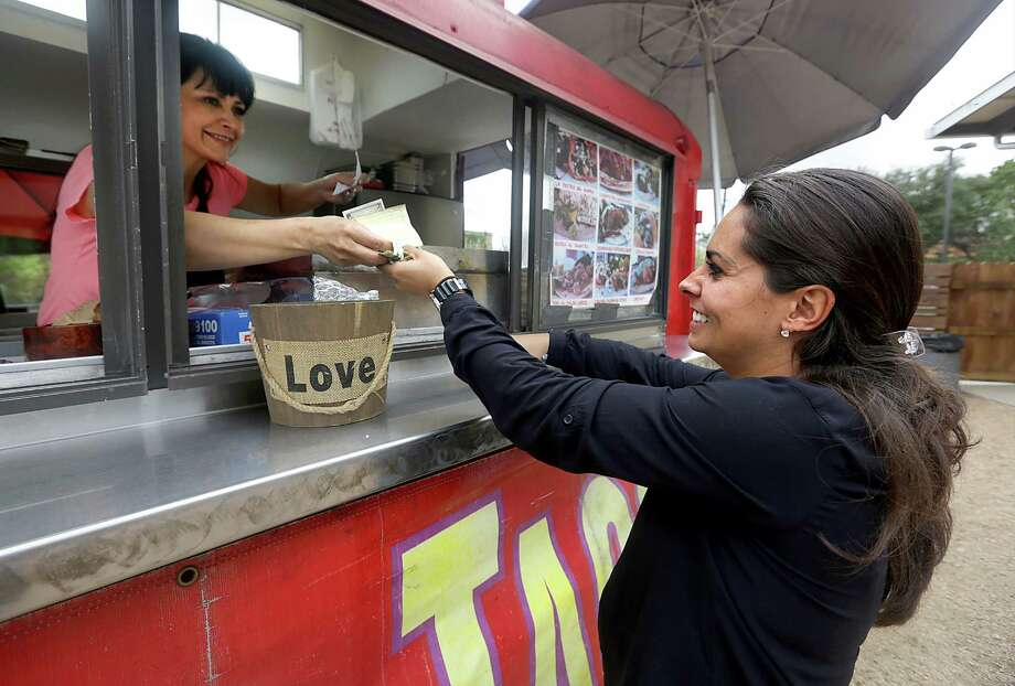 San Antonio food truck operators should not be forced to ask competitors for permission to be in business. Photo: BOB OWEN /San Antonio Express-News / © 2012 San Antonio Express-News
