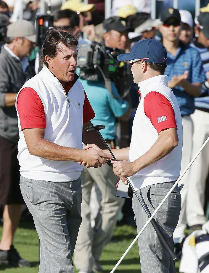 Phil Mickelson and Zach Johnson halved their match. Photo: Chung Sung-Jun, Getty Images