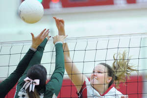 Greenwich volleyball team sweeps Norwalk, improves to 7-1 - Photo