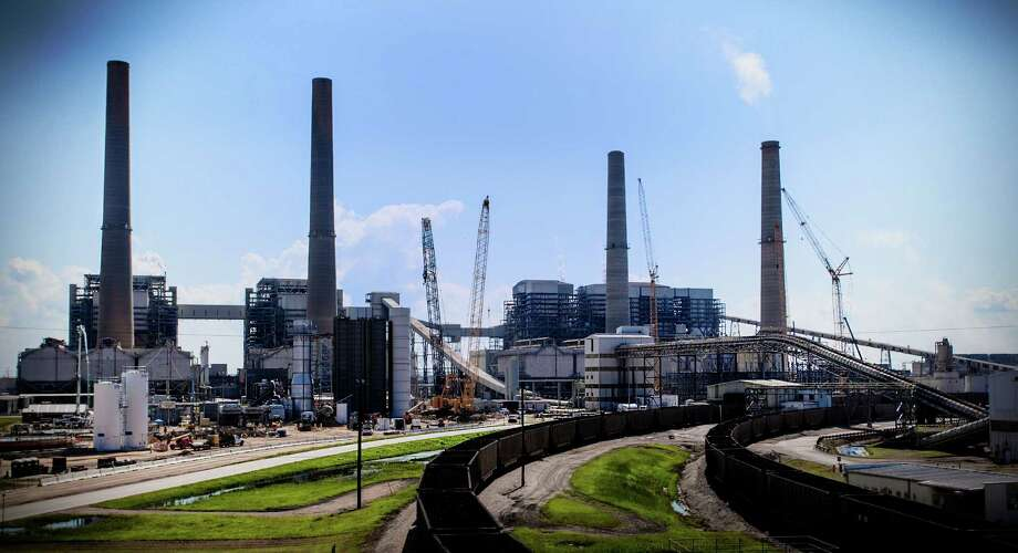 NRG Energy says it is getting out of the carbon capture business, although it plans to finish the $1 billion Petra Nova project Photo: Bob Levey /Houston Chronicle / ©2015 Bob Levey