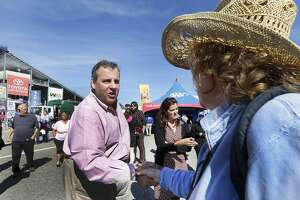 New Hampshire, Iowa Republicans urge Christie to stay in race - Photo