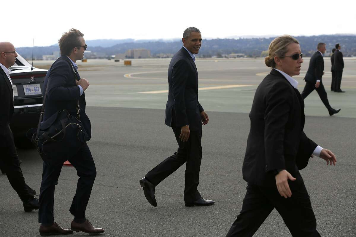 President Barack Obama walks toward Air Force One at the San Francisco International Airport in San Francisco, California, on Saturday, Oct. 10, 2015.