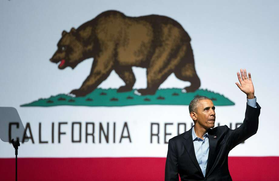 President Barack Obama waves to supporters after speaking at a democratic fundraiser at the Warfield Theater, Saturday, Oct. 10, 2015 in San Francisco. (AP Photo/Pablo Martinez Monsivais) Photo: Pablo Martinez Monsivais, Associated Press