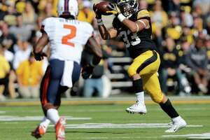 Troy High grad has record-breaking game for Iowa football - Photo