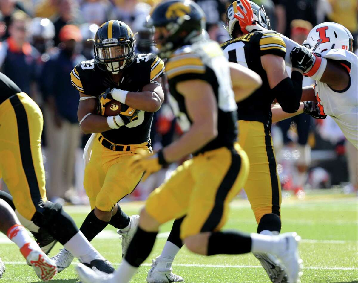 Iowa running back Jordan Canzeri looks for room to run during the first half of an NCAA college football game against Illinois, Saturday, Oct. 10, 2015, in Iowa City, Iowa. (AP Photo/Justin Hayworth) ORG XMIT: IAJH106