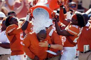 Tweet this: Longhorns stun Sooners - Photo