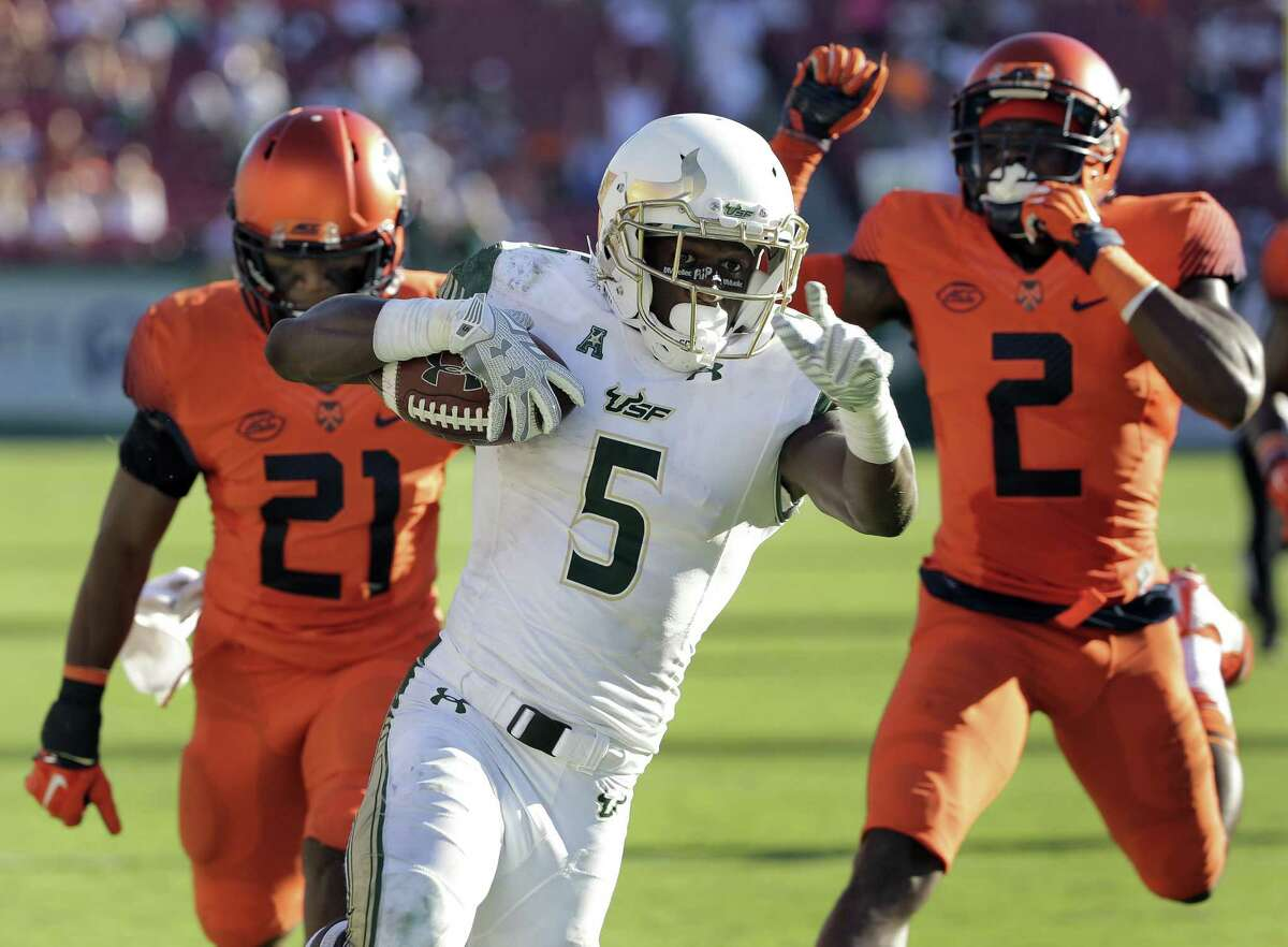 South Florida running back Marlon Mack (5) runs past from Syracuse safety Chauncey Scissum (21) and cornerback Wayne Morgan (2) to score on a touchdown run during the second half of an NCAA college football game Saturday, Oct. 10, 2015, in Tampa, Fla. (AP Photo/Chris O'Meara) ORG XMIT: TPS109