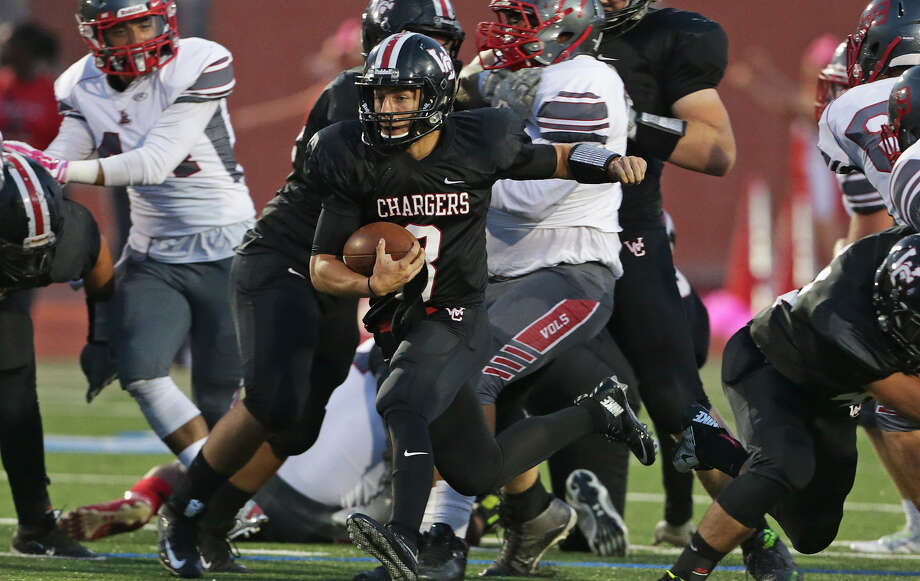 Charger quarterback Devin Faktor slashes through the middle as Churchill plays Lee at Heroes Stadium on October 10, 2015. Photo: Tom Reel / San Antonio Express-News