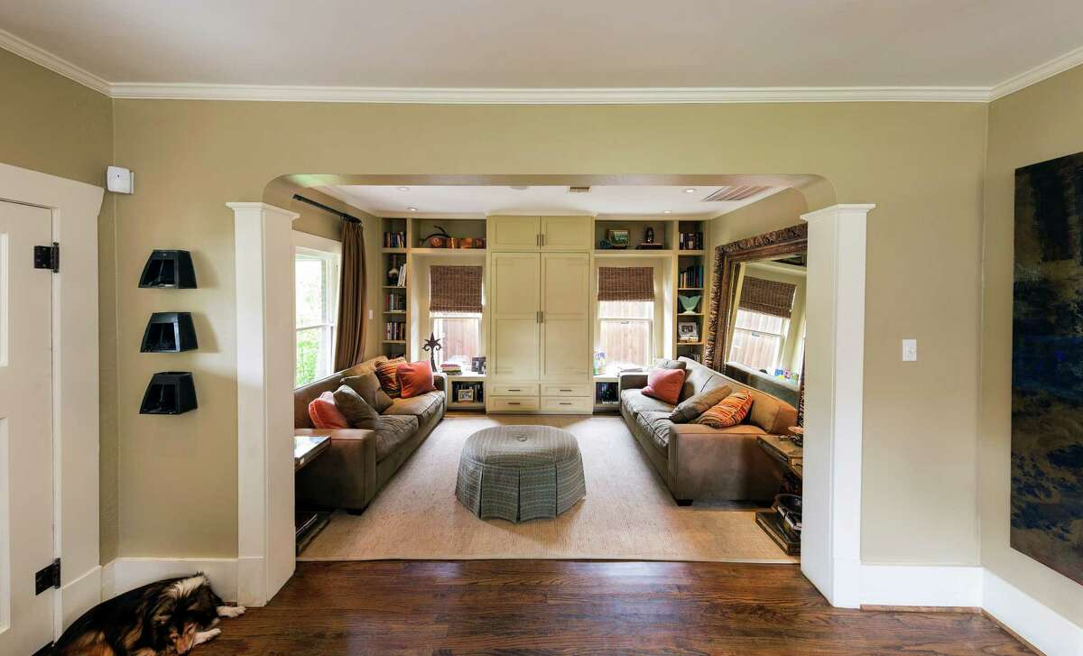 Vezey and Norwood decided to take out the door that separated the two front rooms, creating a small nook perfect for lounging. They added built-in shelves and cabinets to hold books and a television.