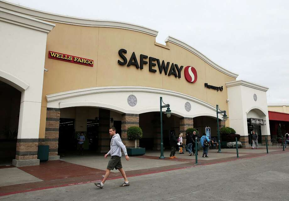 File photo of Safeway. Police officers arrested a woman on Saturday March 26, 2016 for charges that included robbery, kidnapping, assault with a deadly weapon and possession of narcotics paraphernalia. She was arrested in front of the Safeway store on Commerce Boulevard in Rohnert Park. Photo: Justin Sullivan, Getty / 2014 Getty Images