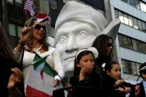 Thousands line Fifth Ave for New York's Columbus Day parade - Photo