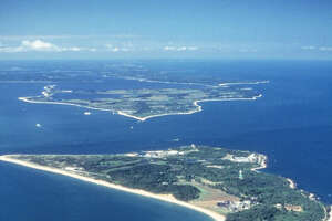 Senators seek to preserve L.I. Sound island - Photo