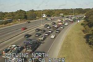 Rollover on U.S. 281 snarls traffic just north of downtown - Photo