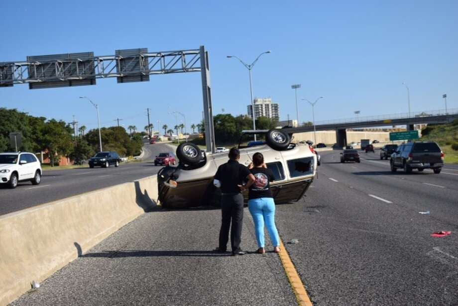 Traffic on northbound U.S. 281 is snarled due to a rollover crash north of the St. Mary's Street exit. Photo: By Mark D. Wilson/San Antonio Express-News