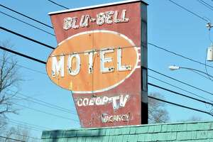 Blu-Bell motel is demolished - Photo