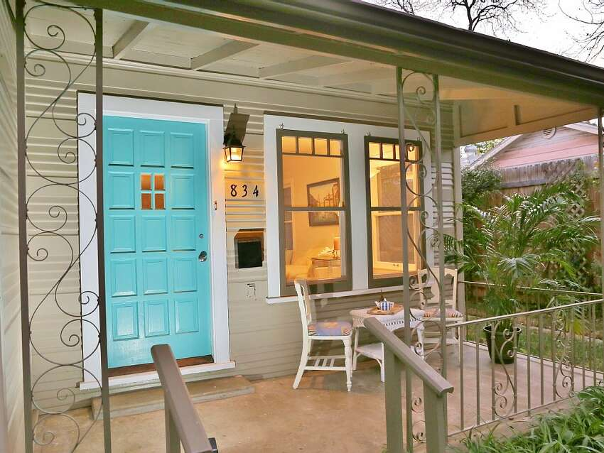 1.Luxury home with designer décor Price: avg. $256/night Sleeps: 10 Bedrooms: 4 Bathrooms: 2