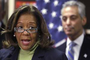 Ex-head of Chicago schools pleads guilty in kickback scheme - Photo