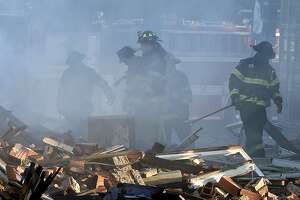 2 firefighters die, 2 rescued from blaze in Kansas City, Mo. - Photo