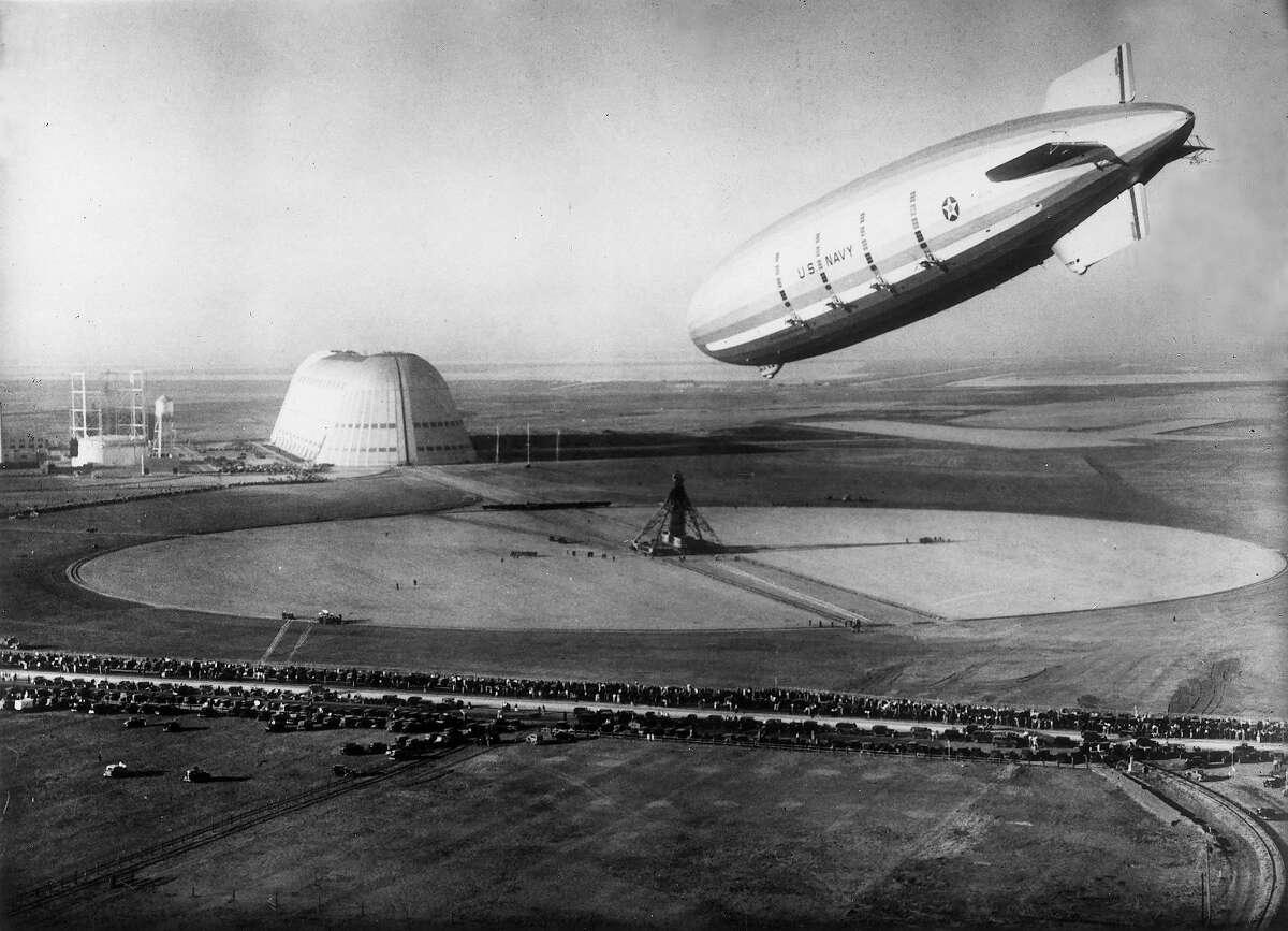 The US Navy's Airship 'Macon' landing in Sunnyvale, California.