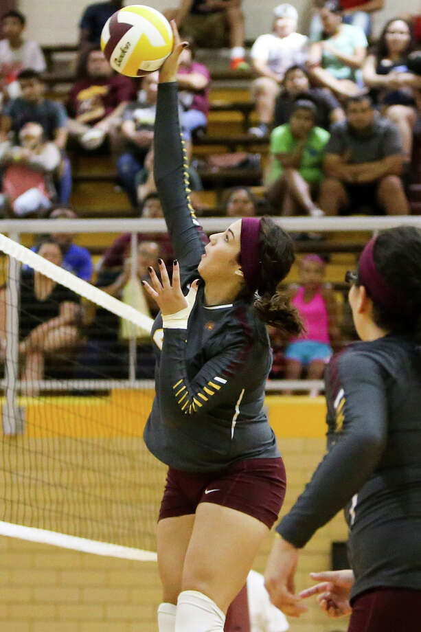 Harlandale's Tanya Ramos goes up for a shot during their match with Edison at Harlandale on  Sept. 8, 2015. Edison won the match 3-2. Photo: Marvin Pfeiffer /San Antonio Express-News / Express-News 2015