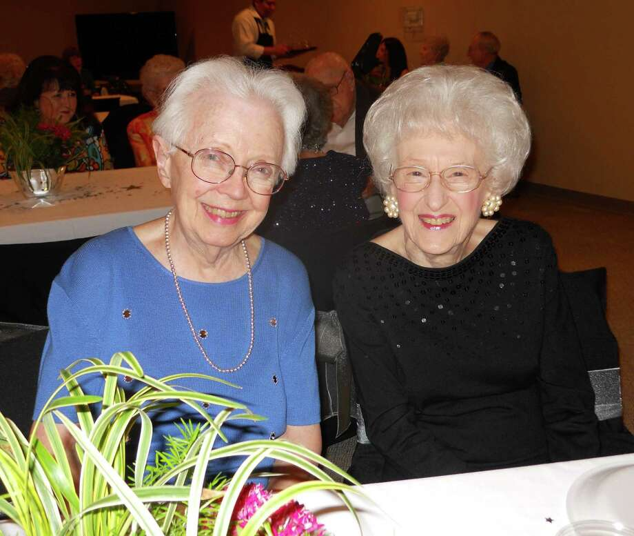 Treemont residents Donna Cook and Betty Davenport forge a new friendship upon moving to a senior living residence