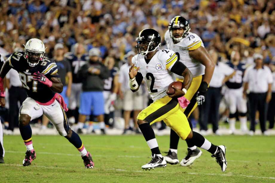 Pittsburgh Steelers quarterback Mike Vick runs upfield against the San Diego Chargers during the second half of an NFL football game Monday, Oct. 12, 2015, in San Diego. (AP Photo/Lenny Ignelzi) ORG XMIT: CAGB122 Photo: Lenny Ignelzi / AP