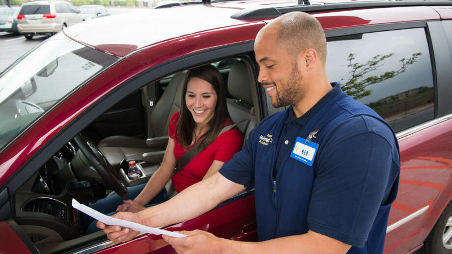 Walmart is bringing an online grocery service to San Antonio, allowing local shoppers to pick up merchandise at stores without leaving their cars. Photo: Courtesy Walmart