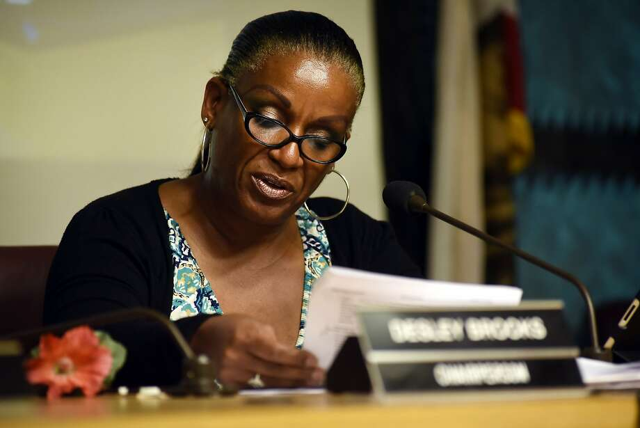 Council chairperson Desley Brooks speaks during an Oakland City Council public city committee meeting discussing African-American recruitment and retention in police force, at City Hall in Oakland, CA Friday, October 13, 2015. Photo: Michael Short, Special To The Chronicle