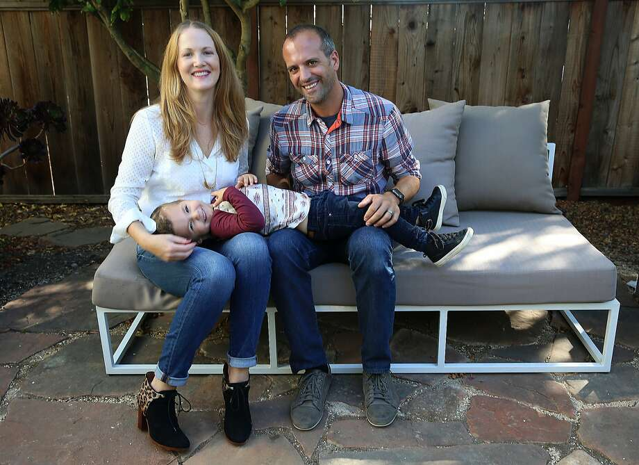 Jennifer Jones and husband Angelo DiGiovine, with their son, Owen, 3, fell in love with a Bernal Heights home in S.F. and snapped it up. Photo: Liz Hafalia, The Chronicle