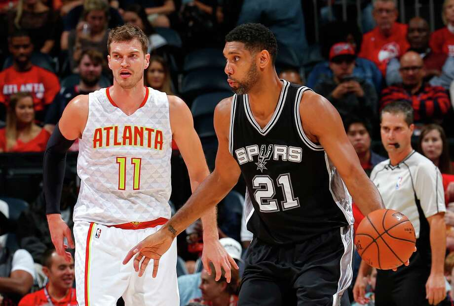 ATLANTA, GA - OCTOBER 14:  Tim Duncan #21 of the San Antonio Spurs catches a pass against Tiago Splitter #11 of the Atlanta Hawks at Philips Arena on October 14, 2015 in Atlanta, Georgia.  NOTE TO USER User expressly acknowledges and agrees that, by downloading andor using this photograph, user is consenting to the terms and conditions of the Getty Images License Agreement. Photo: Kevin C. Cox, Getty Images / 2015 Getty Images