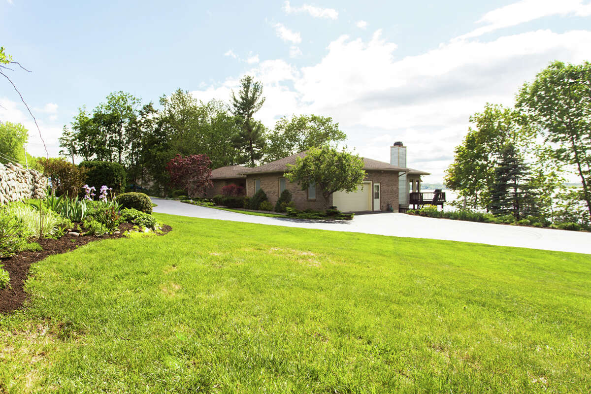 House of the Week: 1253 Route 9P, Saratoga Springs | Realtor: Mary Lou Pinckney of Select Sotheby's International Realty | Discuss: Talk about this house