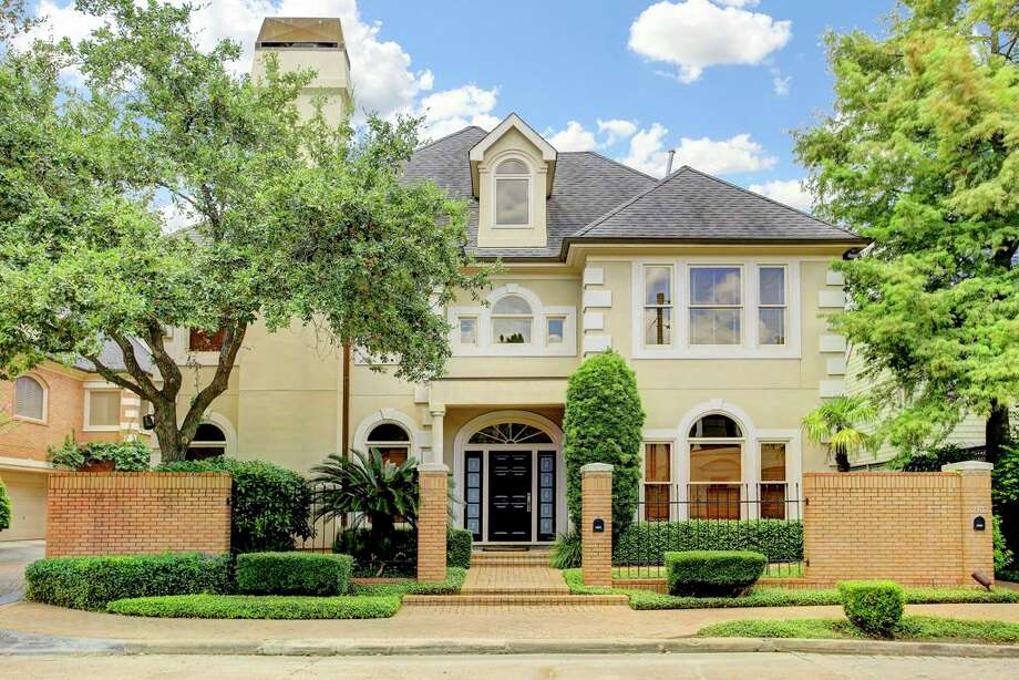 River Oaks AreaAverage sales price (Jan. 2016-Jan. 1, 2017): $2,499,309Average sales price (Jan. 2017-Jan. 1, 2018): $2,244,144Percent change: -10.2 Photo: Houston Association Of Realtors