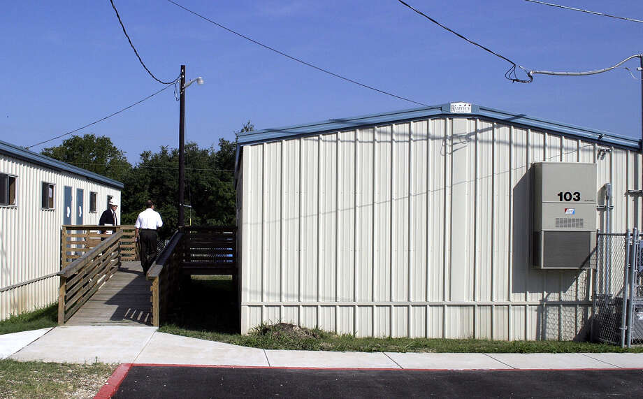 Some of the portable classrooms in the Northeast Independent School District have been in use for 25 years. Students deserve permanent classrooms. These new portable classrooms were installed for temporary use at Bradley Middle School as part of the renovations under the NEISD 1998 bond program. Photo: J. MICHAEL SHORT /SPECIAL TO THE EXPRESS-NEWS / SAN ANTONIO EXPRESS-NEWS