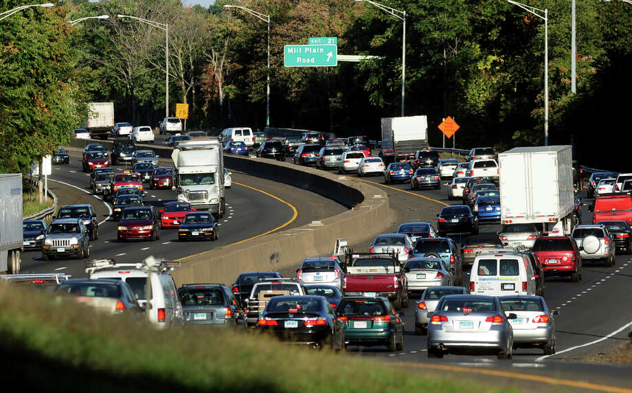 Rush hour traffic backs up in the northbound lanes of I-95 near the Mill Plain Road exit in Fairfield. Photo: Christian Abraham / Christian Abraham / Connecticut Post