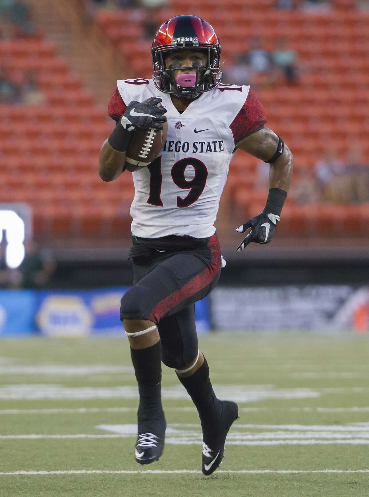 San Diego State running back Donnel Pumphrey (19) runs with the football in the first quarter of an NCAA college football game, Saturday, Oct. 10, 2015, in Honolulu. (AP Photo/Eugene Tanner)