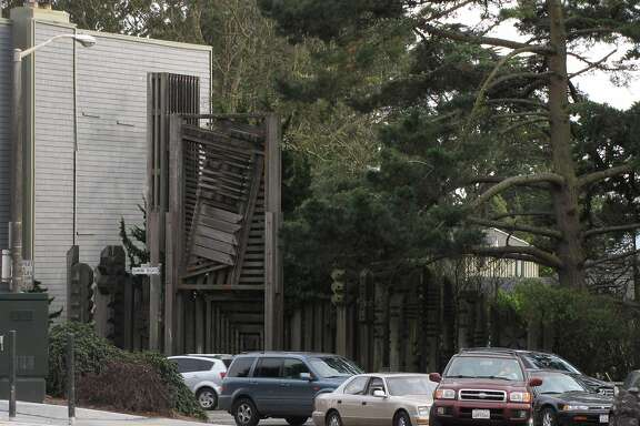 Just east of Portola Drive on Diamond Heights Boulevard, this rugged redwood sculpture from 1960s by Stefan Novak has a prosaic reason for being: it was commissioned by the San Francisco Redevelopment Authority as site-specific art that would double as a safety barrier for traffic.