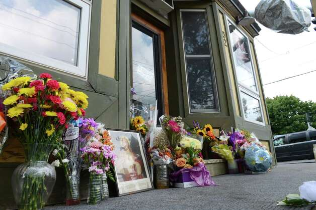 Flowers are placed at a makeshift memorial outside Recycled Salon on Sand Creek Road for barber Jacquelyn Porreca Monday morning, Aug. 31, 2015, in Colonie N.Y. Porreca, 32, was stabbed to death on Aug. 21 inside Recycled Salon. Police said cash was stolen from several places inside the salon. (Will Waldron/Times Union) Photo: WW