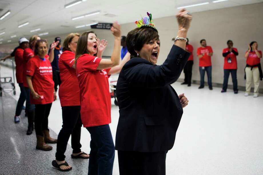 Southwest flight attendant Diana Mitchell, center, and Monica Garcia cheer the arrival of passengers to the new Southwest Airlines' international concourse at Hobby Airport, Thursday, Oct. 15, 2015, in Houston. ( Marie D. De Jesus / Houston Chronicle ) Photo: Marie D. De Jesus, Staff / © 2015 Houston Chronicle