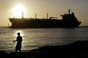 Don't veto bill lifting oil export ban - Photo