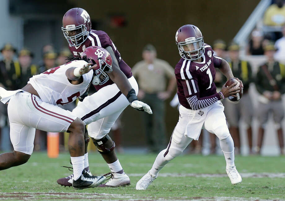 Texas A&M's Kyler Murray is pressured by Alabam's Tim Williams during the first half on Oct. 17, 2015, in College Station. Photo: Eric Gay /Associated Press / AP