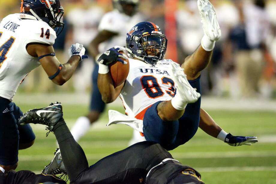 UTSA's JaBryce Taylor (83) runs the ball during an NCAA college football game against Southern Miss, Saturday, Oct. 17, 2015, in Hattiesburg, Miss. Southern Miss won 32-10. (Eli Baylis/The Hattiesburg American via AP)  NO SALES; MANDATORY CREDIT Photo: Eli Baylis, MBO / Associated Press / The Hattiesburg American