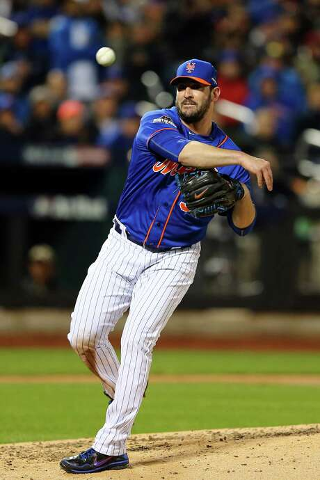 NEW YORK, NY - OCTOBER 17:  Matt Harvey #33 of the New York Mets throws to first base for the out in the sixth inning against the Chicago Cubs during game one of the 2015 MLB National League Championship Series at Citi Field on October 17, 2015 in the Flushing neighborhood of the Queens borough of New York City.  (Photo by Elsa/Getty Images) Photo: Elsa, Staff / 2015 Getty Images