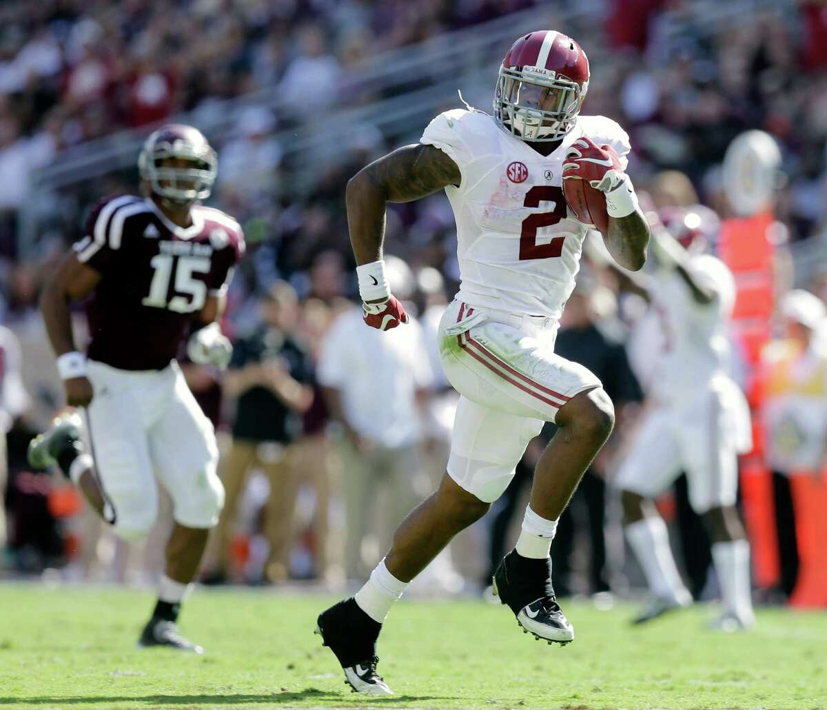 Alabama 's Derrick Henry (2) runs for a 59-yard touchdown against Texas A&M during the first half of an NCAA college football game, Saturday, Oct. 17, 2015, in College Station, Texas. (AP Photo/Eric Gay)