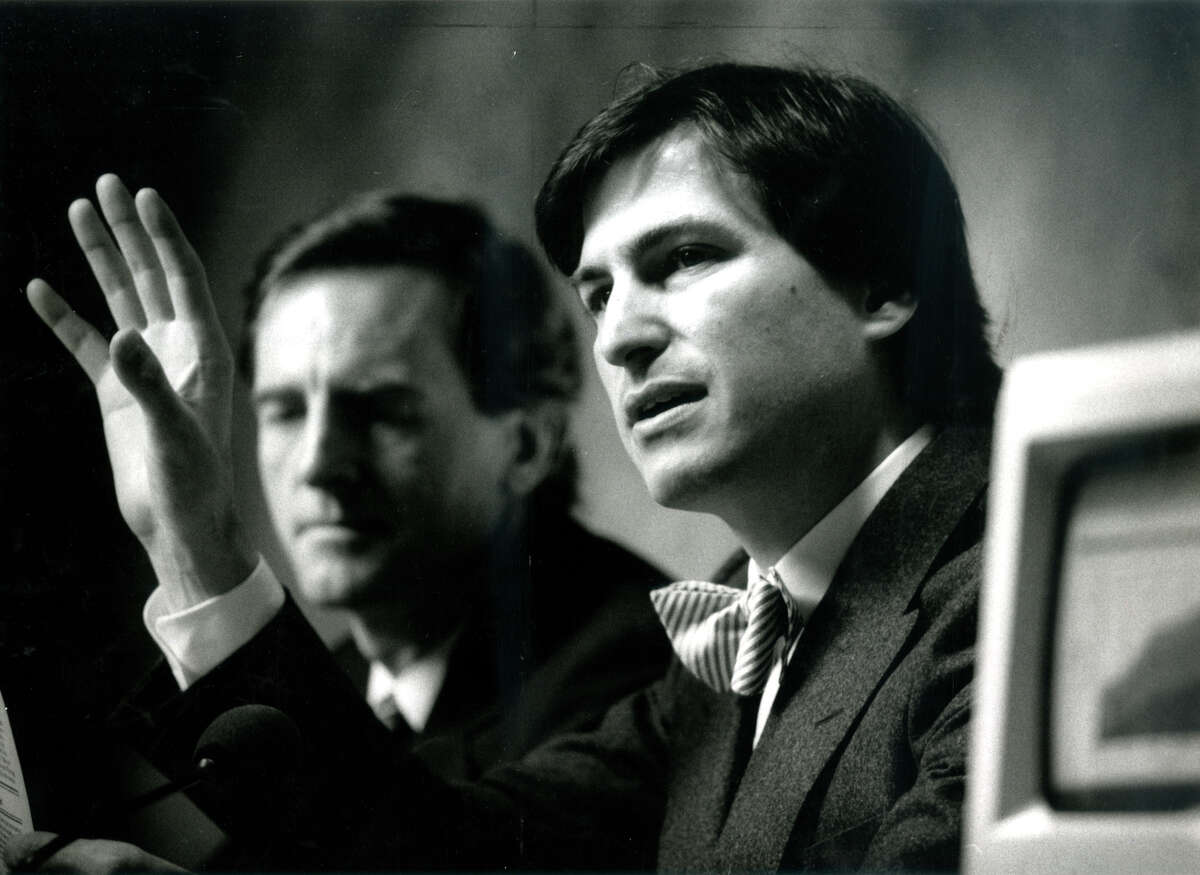 John Sculley (left) and Steve Jobs of Apple speak at a January 1985 news conference.