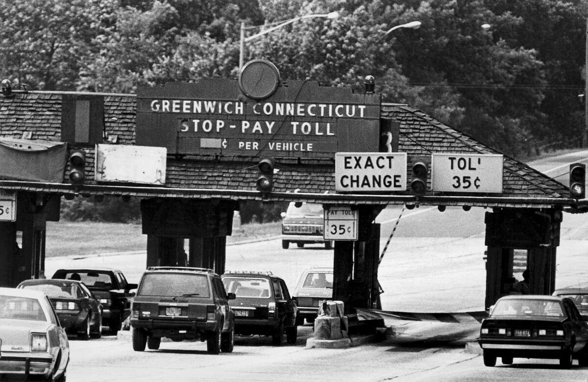 A photo from June 1986 shows the east-bound Merritt Parkway tolls in Greenwich.