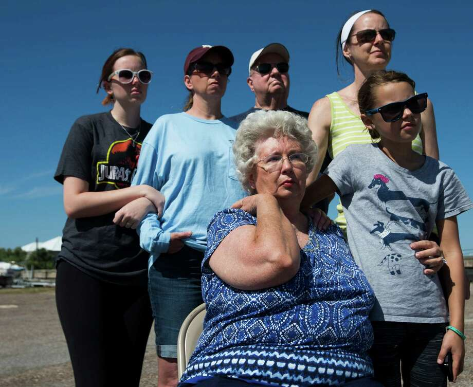 Brooke White, left, Michelle White, Gordon Kincheloe, Helen Kincheloe, Rebecca Handley and her daughter Heather Hadley, 9, watch as their family members receive Navy Military Funeral Honors during an Eternal Reefs Memorial in Galveston.  ( Marie D. De Jesus / Houston Chronicle ) Photo: Marie D. De Jesus, Staff / © 2015 Houston Chronicle