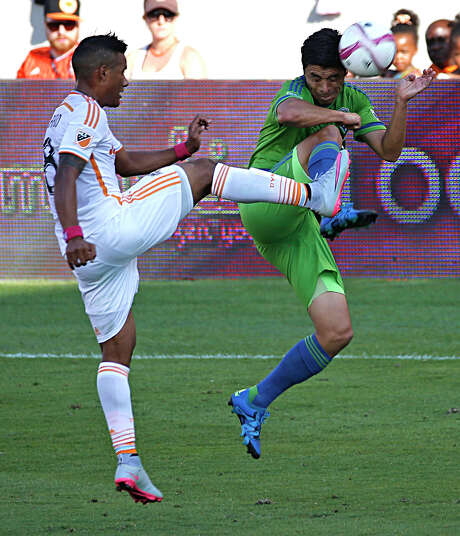 The cleats get dangerously high as the Dynamo's Luis Garrido, left, and the Sounders' Gonzalo Pineda clash. Photo: James Nielsen, Staff / © 2015  Houston Chronicle