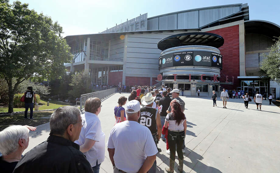 "The new security procedure includes the use of magnetometer screening of all guests. All bags and purses are also checked. There are ""no bag"" lanes for faster entrance. Photo: Edward A. Ornelas, Staff / San Antonio Express-News / © 2015 San Antonio Express-News"
